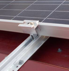 Napelem tartószerkezet fém tető